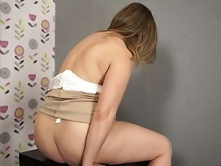 Chubby Housewife Anna Joy Is Fucking Her Fave Fuckfest Plaything