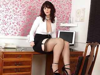 Scottish Mummy Toni Lace Will Get You The Best Deal In Town