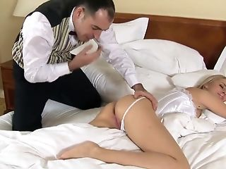 Alarm Manmeat For A Sexy Blonde Chick Mandy Dee