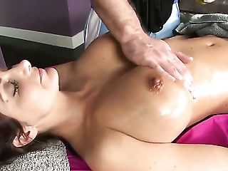 With Big Butt Gives Mouthjob To Hot Bang Pal